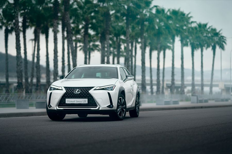 Lexus UX: bright and modern crossover to rent