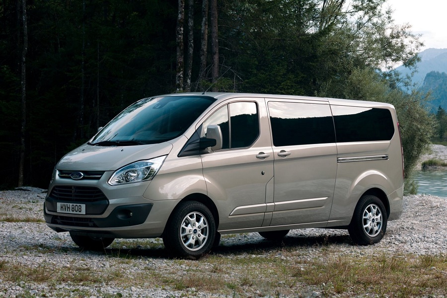 Ford Tourneo Custom: a personal minibus to rent